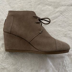 Toms Desert Wedge Tan Suede Booties Womens Size 7